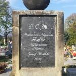 Pomnik Marcina Hallera z odtworzonym napisem